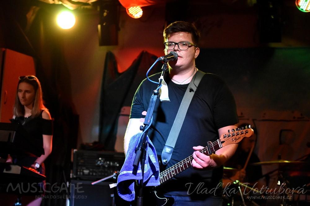 Kapela Pepper odpálila svůj debutový koncert v Moskyto baru Domažlice! Předskočila ostřílenějším Amsterdam Hamster