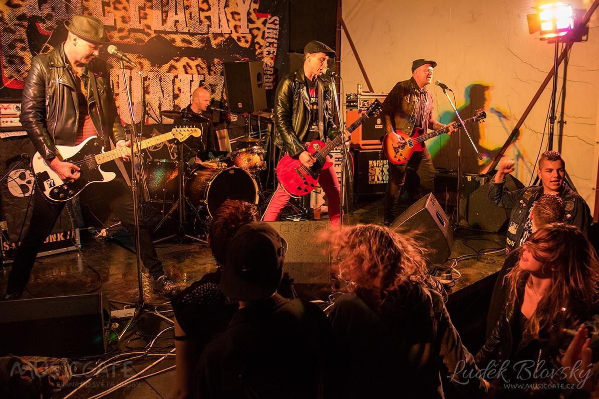 Festpival 2020 ve Strakonicích - déšť, bláto a dobrá punková muzika