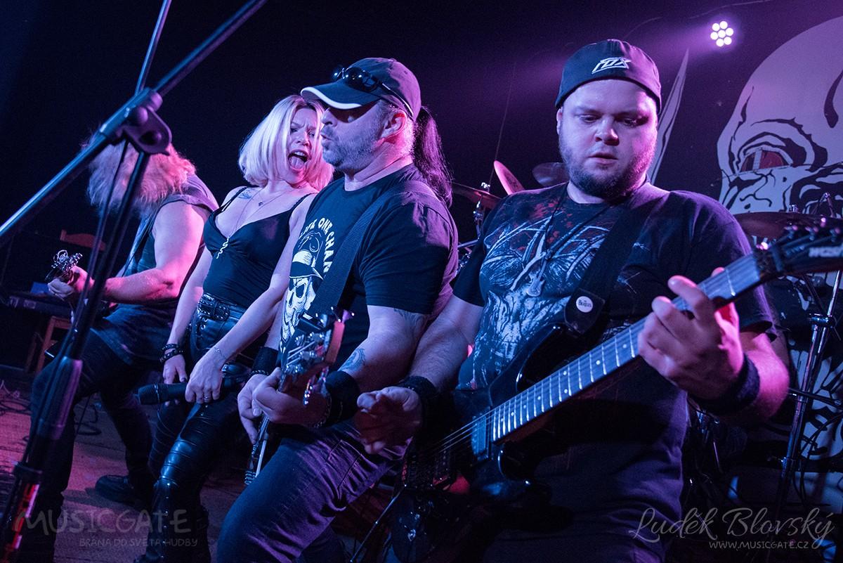 Heavy metalový koncert severočeské skupiny Krleš přilákal početné fanoušky