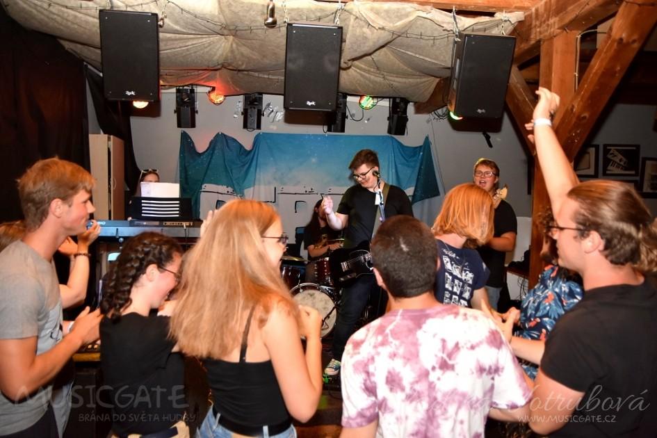 Kapela Pepper se svým videoklipem Hladina rozvlnila pop rockové vody!