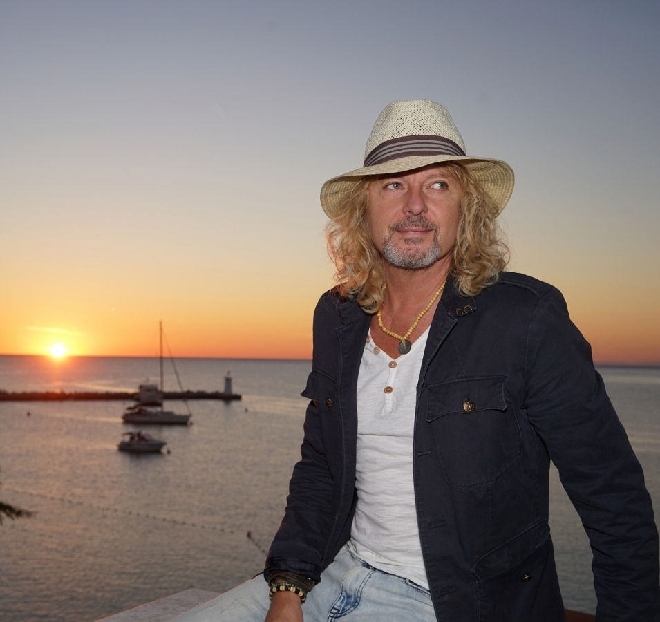 Peter Nagy je věčným optimistou, v nové skladbě zpívá Raz sa všetko vyrieši!
