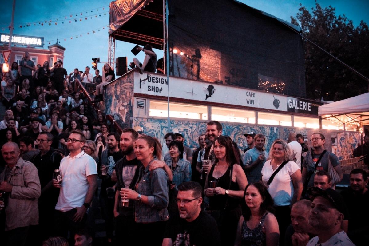 Top RoofTop festival zve do Karlových Varů na koncerty, výstavu i workshopy