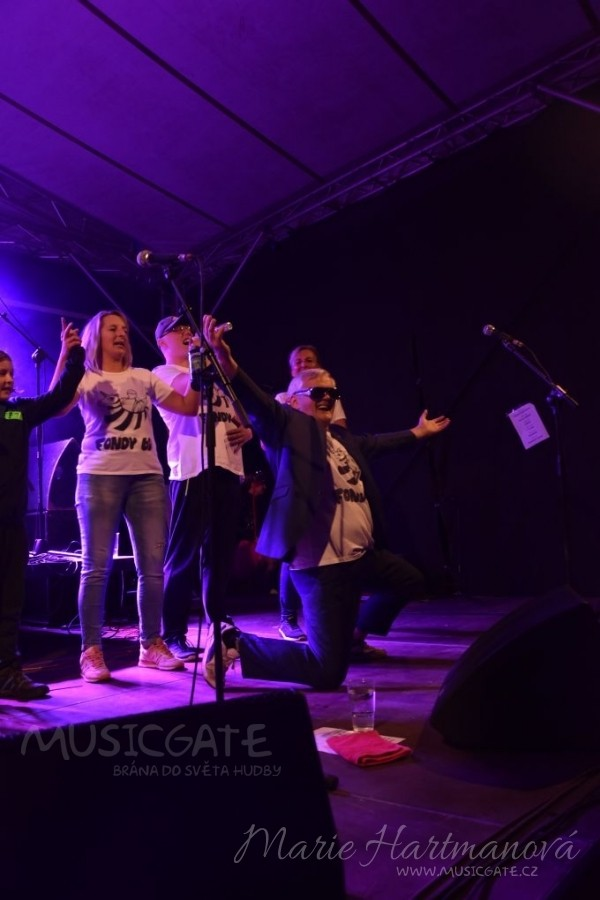 V Koštově se s létem rozloučili sedmým ročníkem Fondy Festu