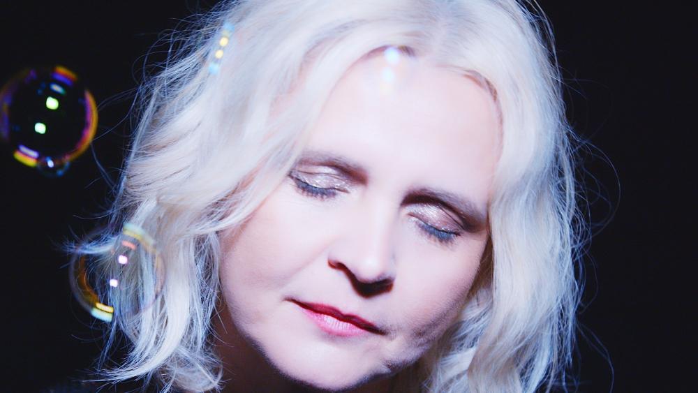 Videoklip Pořád je to tak aneb ochutnávka ze šestého sólového alba s názvem Žijutě od zpěvačky a producentky Beaty Hlavenkové