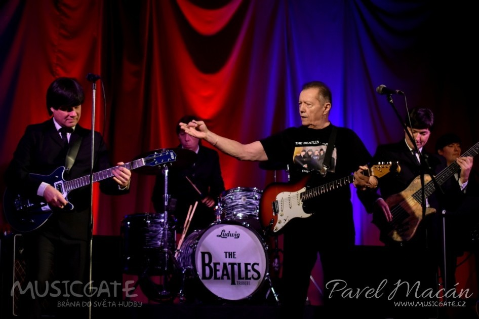 The Beatles revival a Karel Kahovec vzdali poctu Johnu Lennonovi v den jeho narozenin v KD Mrákov!